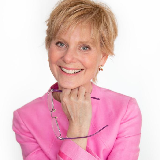 Jenny Robinson - Author Headshot Brand Image - Carola Moon Portraits.png