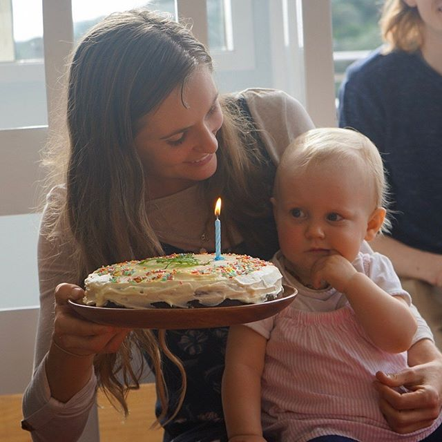 My big one year old 😍 I just put out an episode with a bit of a life update from us - how we celebrated Fern's birthday, moving house and setting up the space in a way that's safe for her, first words and first foods. Plus a bonus chat about how to have minimalist baby items 👌🏼 check it out where ever you listen to podcasts and enjoy 😊