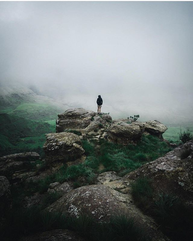 Early morning mist    ⠀ ⠀⠀ 📸: @jeff_hennessy ⠀ ⠀⠀ 💻Visit pinoleblue.com for products and articles on:⠀ 🏃‍♂️ Trail Running 🏔 Hiking 🌱 Plant-Based Living 🍳Recipes 👨🏼‍🏫 Mountain/Trail/Travel/Fitness Advice 🏃‍♀🏃‍♂ Interviews and much more! ⠀ ⠀⠀ 👉🏻Use our hashtag poweroftradition to be featured 📷 ⠀ ⠀ ⠀⠀ #pinoleblue#poweroftradition #trailrunner #mountainrunner #skyrunner#mountainlover #trailrunning#salomonrunner #naturelover #outdoorlover#salomon #skyrunning #mountainrunning#ultrarunning #ultratrailrunning#ultratrailrunner #ultratrail #trailrun#mountainrun #skyrun  #lifeisbetterinthemountains#lifeisbetteronthetrails #outdoorloverr#themountainsarecalling #trailrun#theskyisthelimit