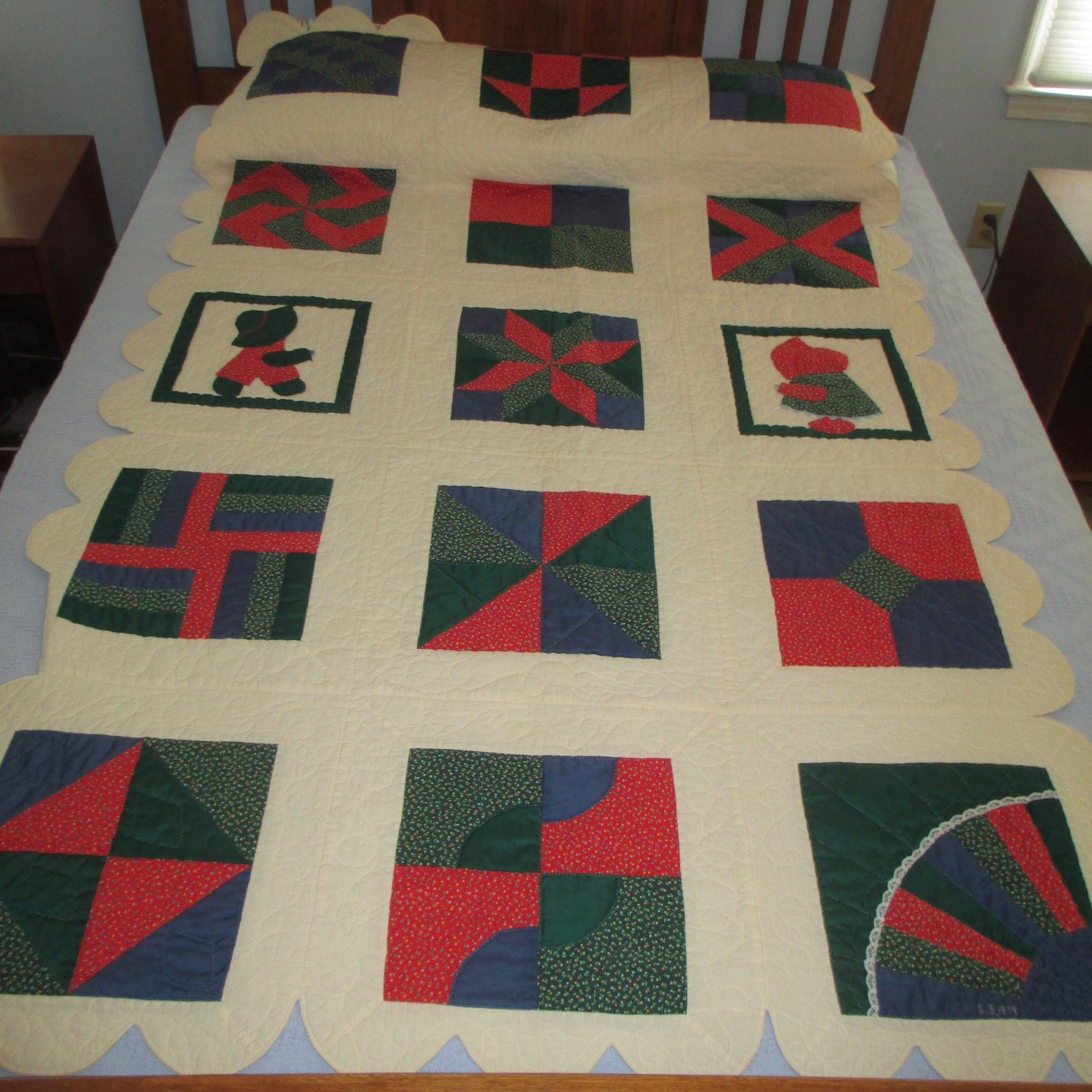 """Patchwork Christmas Quilt Top in Red and Green 36/"""" x 45/"""""""