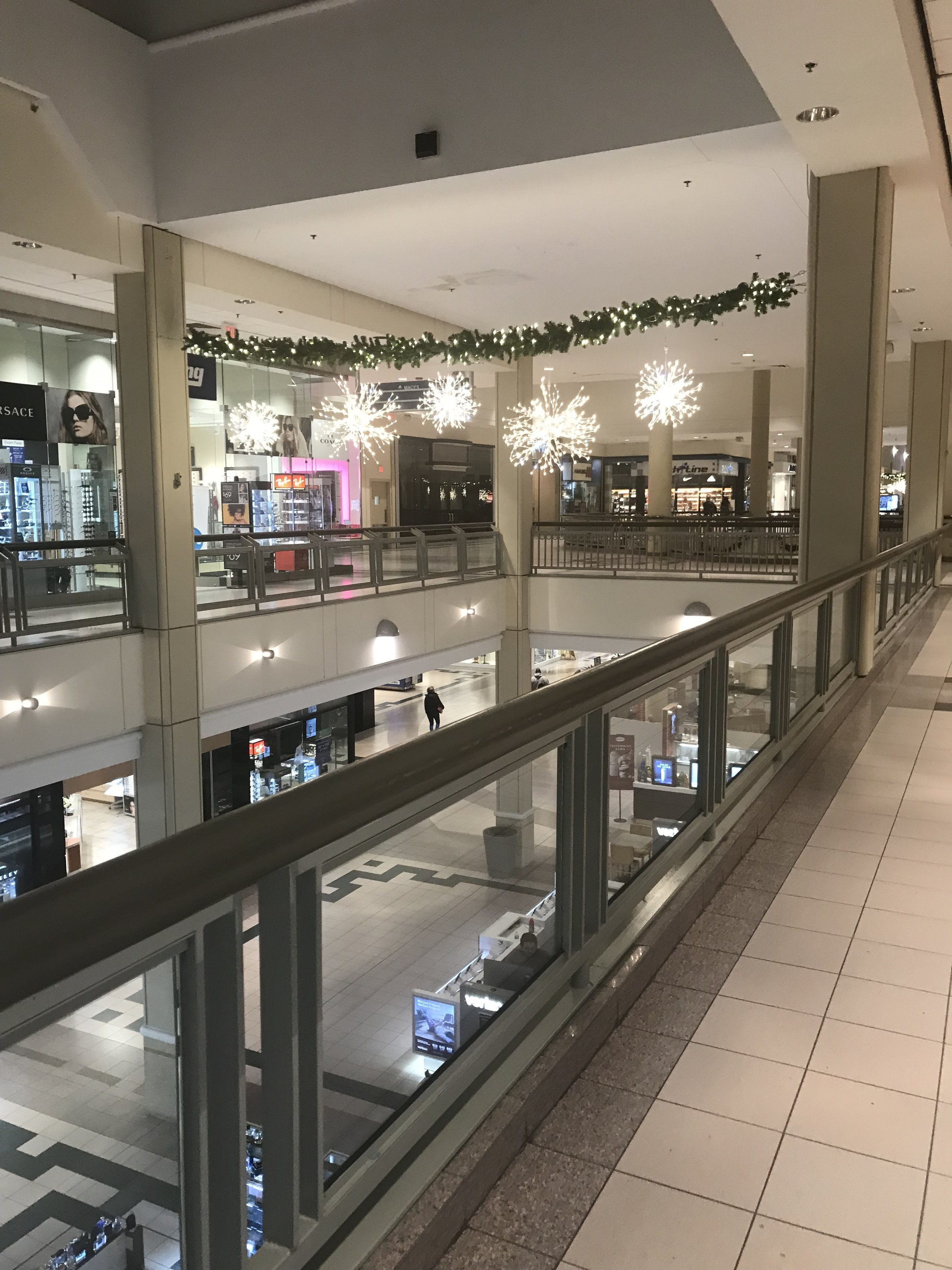 I recently went to the mall 2 days before Thanksgiving and it was pretty empty. One can only wish retail stores were like this on Thanksgiving Day
