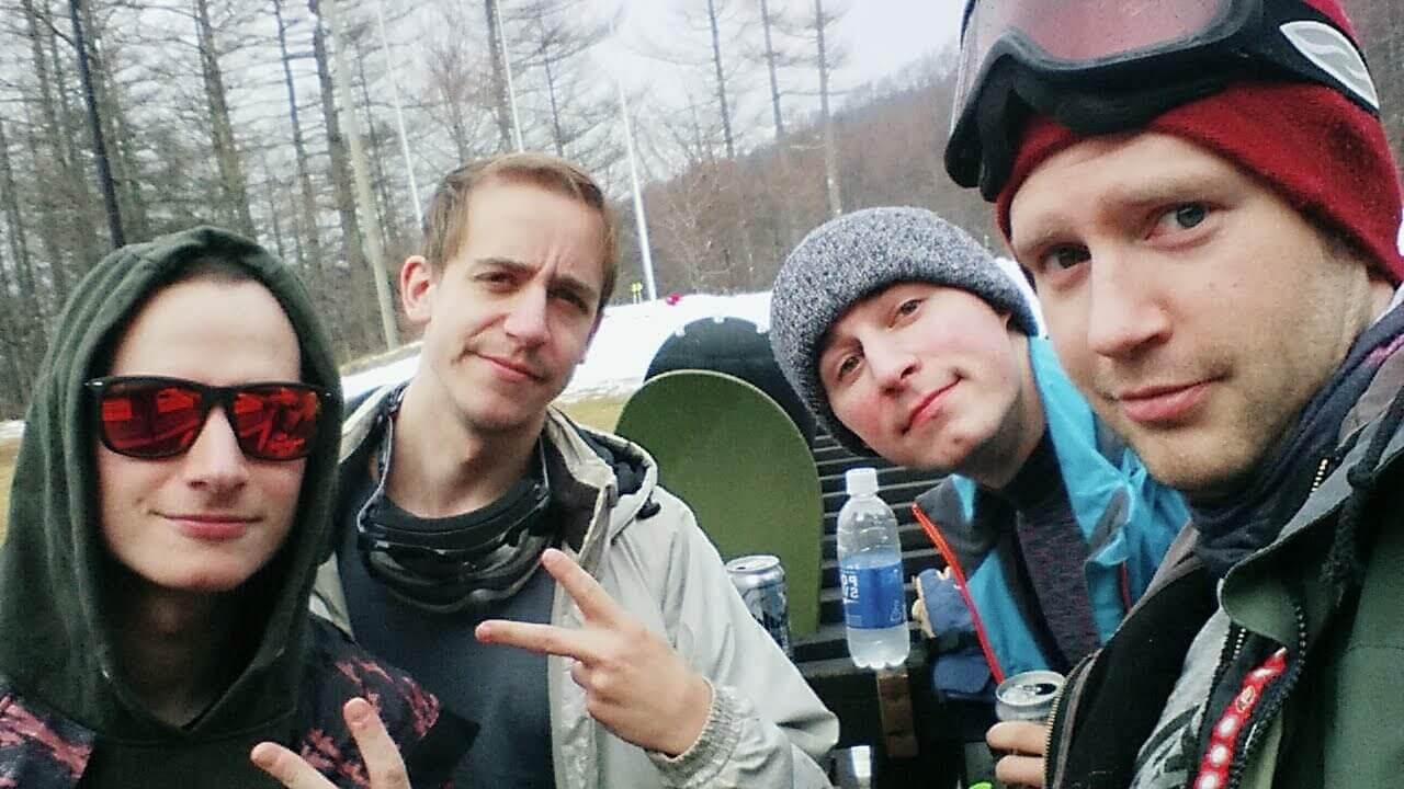 Pre Snowboarding GGB Group Selfie