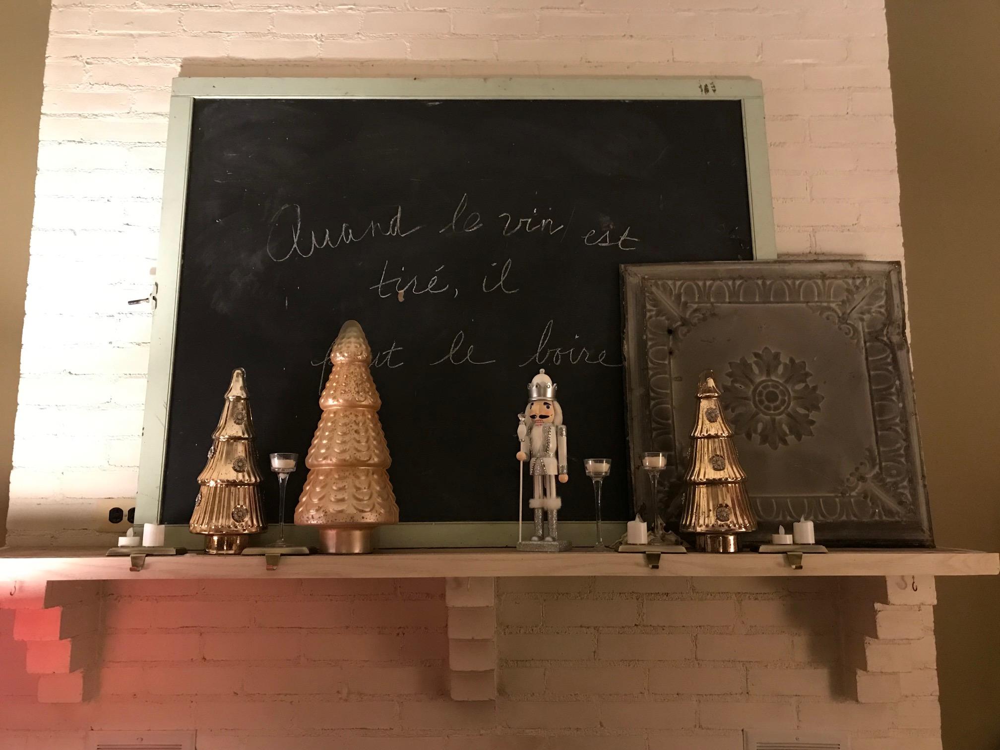christmas mantel 1.jpg