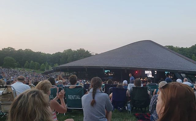 I got to check off seeing another band from my teen years when we saw Hootie & the Blowfish with Barenaked Ladies at @blossommusicctr last night. The most packed I've ever experienced Blossom. Beautiful weather, good music and a 💯 to @questlove's Impossible Cheesesteak. ⠀⠀⠀⠀⠀⠀⠀⠀⠀⠀⠀⠀ ⠀⠀⠀⠀⠀⠀⠀⠀⠀⠀⠀⠀ #aboutlastnight #fridayvibes #workingfortheweekend  #ohioblogger #cleblogger #midwestblogger #ohio #ohioexplored #ohiogram #ohiofindithere #happyincle #thisiscle #cle #cleveland