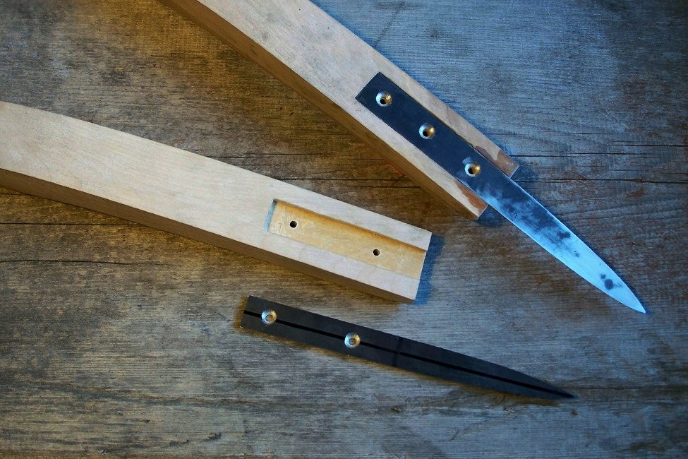 Crooked knife construction.