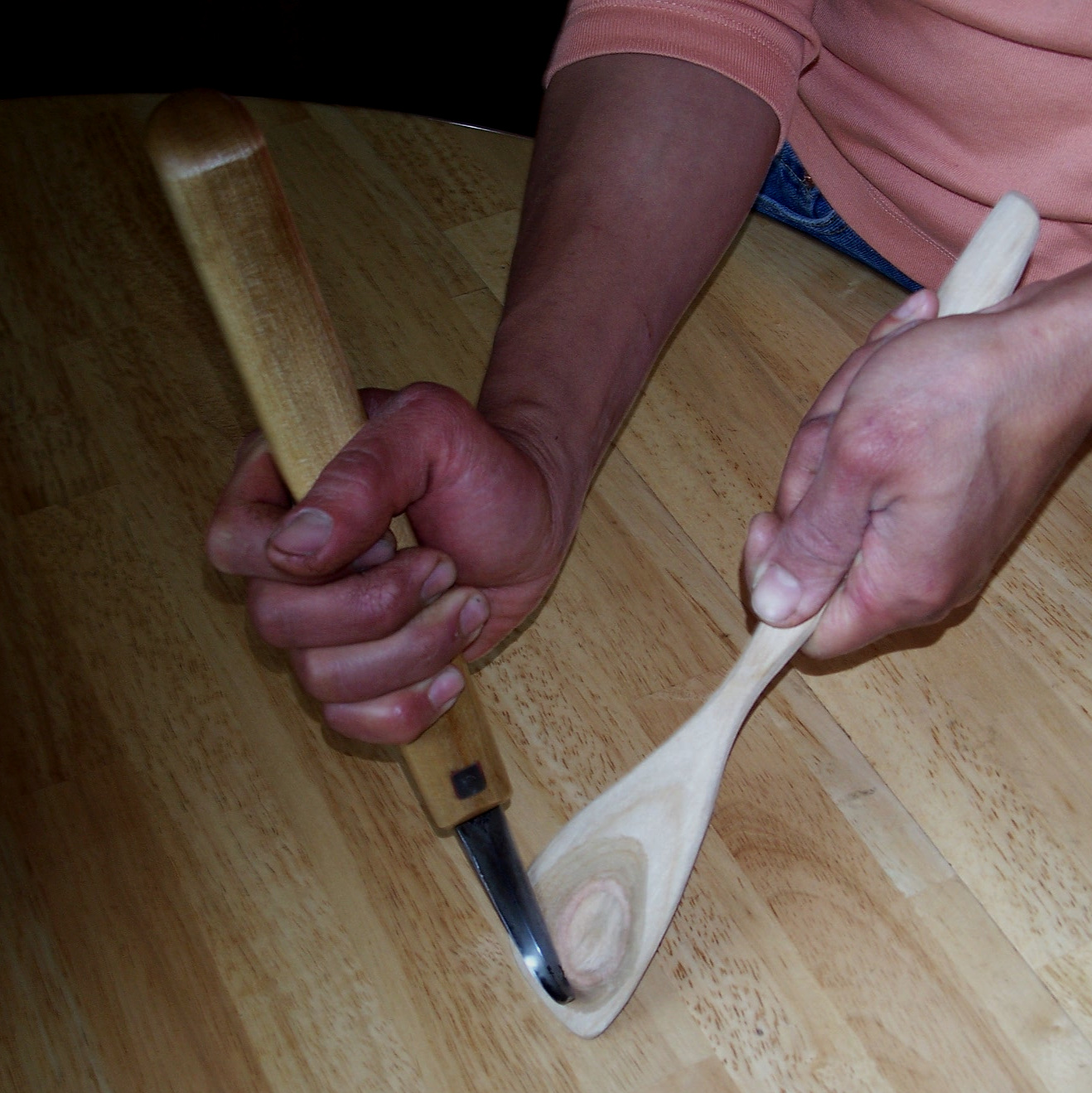 Holding a carving hook knife