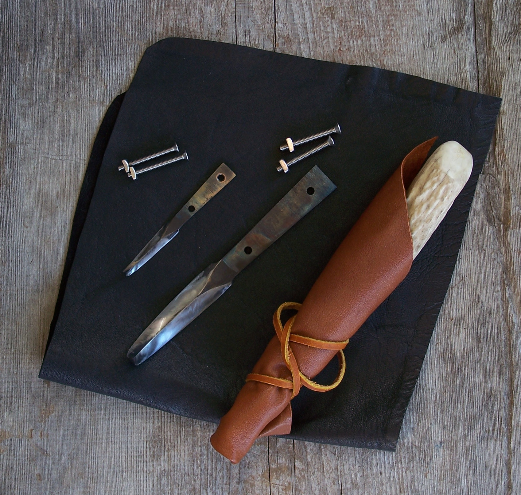 Crooked knife blade sets