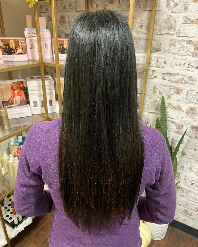 """18"""" Hair Extensions black with a pack of dark brown to add a pop of lighter color. Swipe ➡️ to see the before  @hairbytina_rawsalon"""