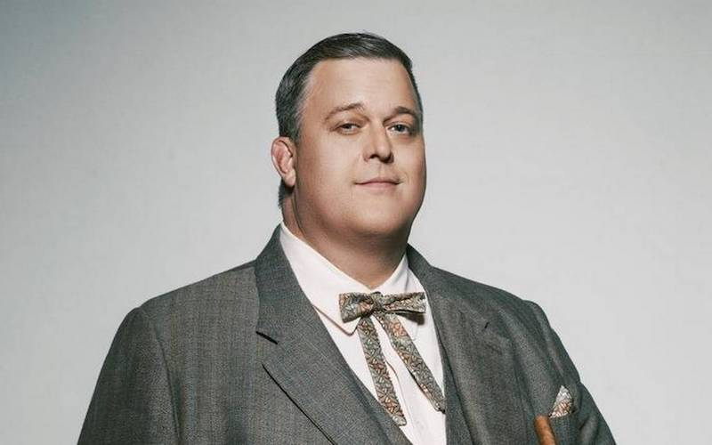 billy-gardell-as-colonel-parker.jpg