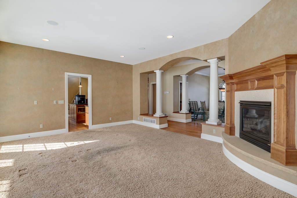 15_21670 Monteray Ave Prior Lake MN (15 of 45).jpg