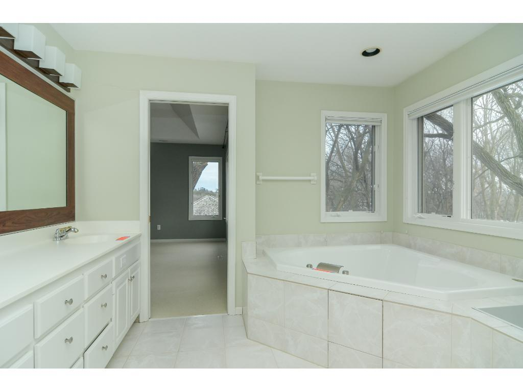 11651 Landing Bathroom.jpeg