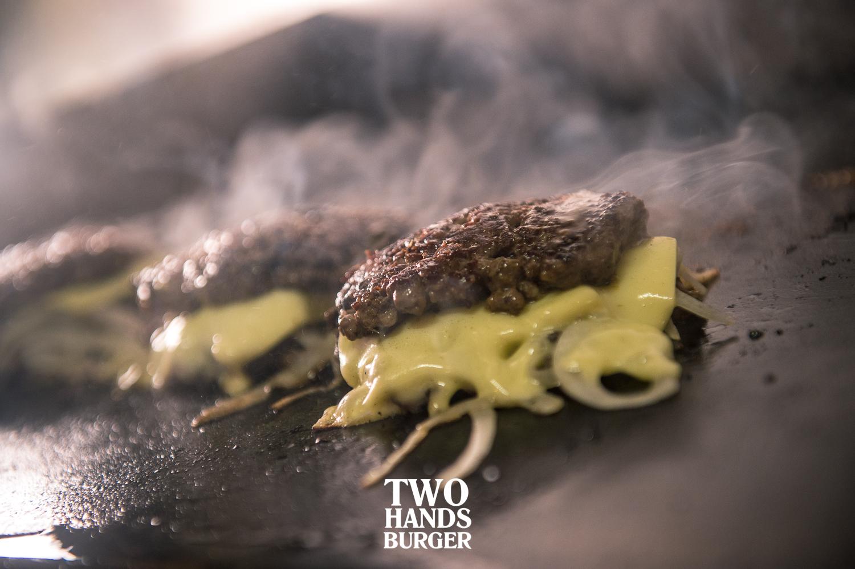Two-Hands-Burger-8.jpg