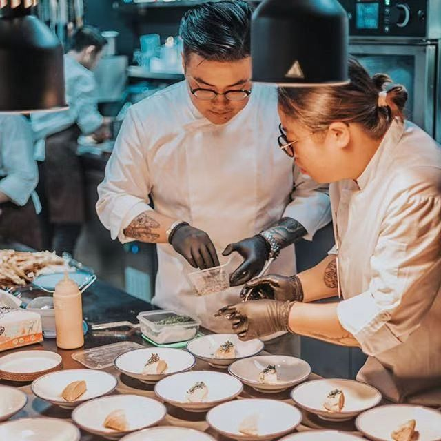 We had a blast collaborating with chef Chris Zhu as he dreamt up a mystical + multi-course menu for a one-of-a-kind chef's table experience paired with natural wines from Wine S.N.O.B. and craft sodas from @capisparkling 🍷🍽🔥