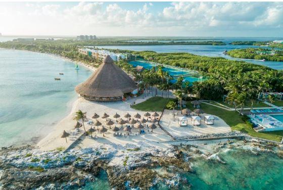 Photo taken at    Club Med Cancun Yucatan