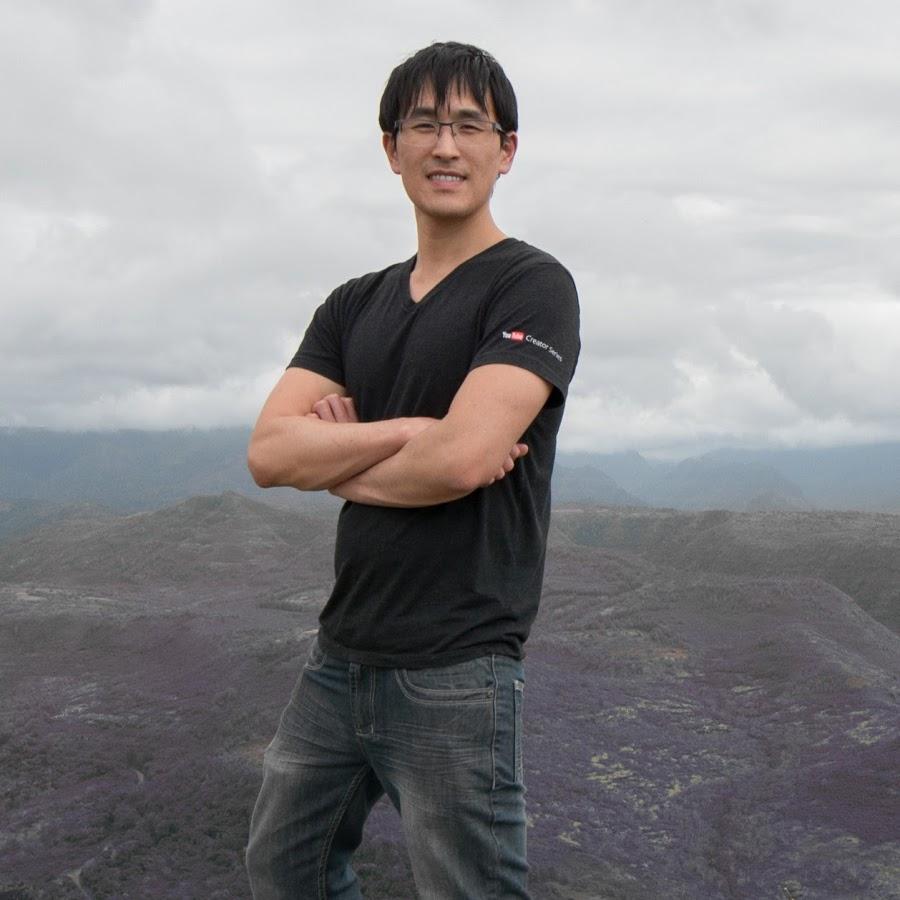 TECH LEAD 本名は、Patrick Shyu。UCバークレーを卒業後、2014年から2018年の間、GOOGLEで、YoutubeのiOSアプリアーキテクチャ/コア機能の技術責任者(TECH LEAD)を務めた。2018年以降は、FacebookでSoftwareエンジニアとして活躍。