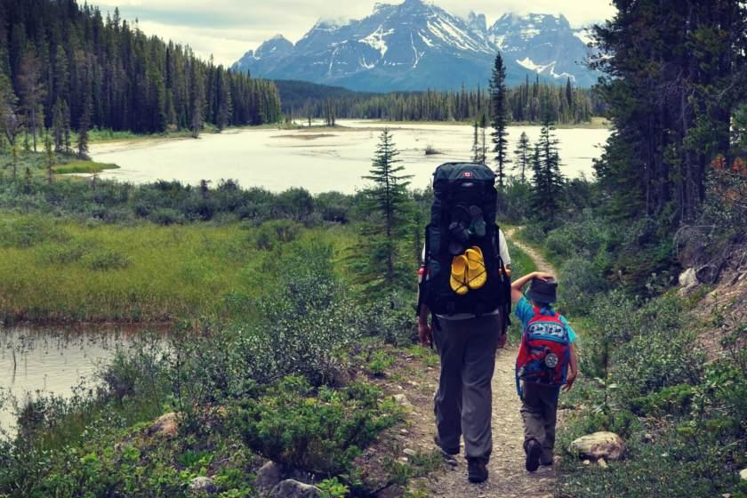 kids-hiking.jpg