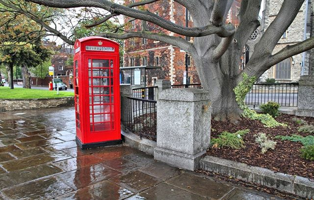Its been a rainy week in lovely London town. Who still loves a red phone box like we do?  http://bit.ly/BritishandIrish  #London #redphonebox #redtelephonebox #rainyLondon #Londontown #theoutdoors #walkinguk #walkingholidays #hikinguk #walkingtour #theoutdoors #getoutdoorsmore #ukwalks #ukwalking #ukphotographer #capturingbritain  #walkingtheworld #walkingaroundtheworld #hikinglifestyle #hiking_daily