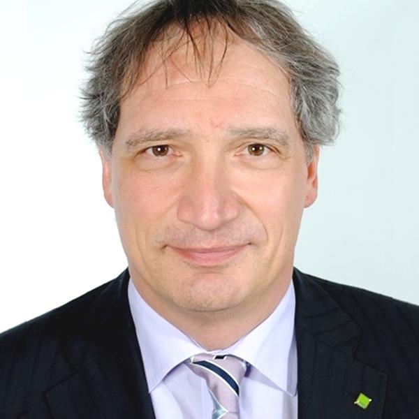 Dipl. Betriebswirt (FH) Michael Schmitt   Herr Schmitt berät seit 1989 Kanzleien und Unternehmen in Fragen rund um das betriebliche Rechnungswesen. Innerhalb der DATEV fungiert Herr Schmitt als Vermittler der Marktanforderungen in der Produktentwicklung. Er ist leitender Berater betriebliches Rechnungswesen DATEV eG in der Niederlassung Freiburg.
