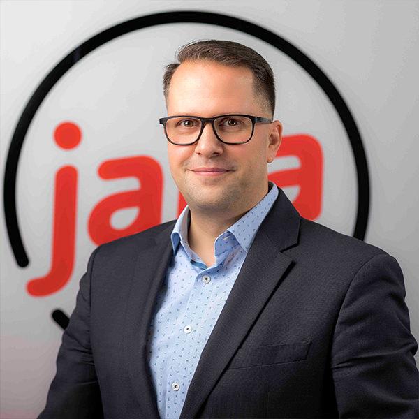Tim Haas Geschäftsführer Organisation & Technik, jaka GmbH & Co. KG   Tim Haas blickt auf über 15 Jahre Berufserfahrung in IT- und Kommunikationsprojekten in der mittelständischen Wirtschaft zurück. Die Schwerpunkte seiner Arbeit als Geschäftsführer bei jaka digital liegen in der Organisationsentwicklung sowie im Projektmanagement für seine Kunden. Dabei verfolgt er einen ganzheitlichen Beratungsansatz, der IT, Anwender und Geschäftsleitung gleichermaßen mit auf den Weg ins digitale Büro nimmt.