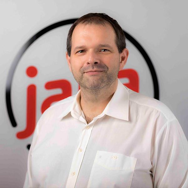 """Marc Winter IT-Leiter & Technischer Berater, jaka GmbH & Co. KG   Jahrelange Erfahrung mit IT-Umgebungen unterschiedlichster Größen und eine klassische betriebswirtschaftliche Ausbildung kombiniert mit einem starken Innovationsdrang sind der Garant dafür, dass die von Marc Winter entwickelten Lösungen nicht nur begeistern sondern auch """"auf den Punkt"""" in die jeweilige Kundenumgebung passen."""