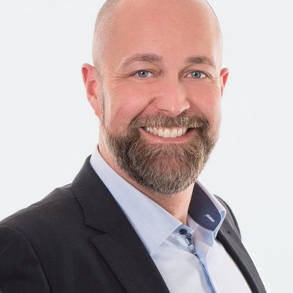 """André Friedemann Steuerberater & Digitalisierungsexperte   André Friedemann ist seit dem Jahr 2009 Steuerberater, seit 2010 Partner bei Hecht + Friedemann. Die Kanzlei ist DATEV-Referenz- sowie SevDesk-Partnerkanzlei. Herr Friedemann ist auf diversen Veranstaltungen als Vortragender gefragt, u. a. beim DATEV-Kollegenforum """"Unternehmen Online – Werden Sie digital""""."""