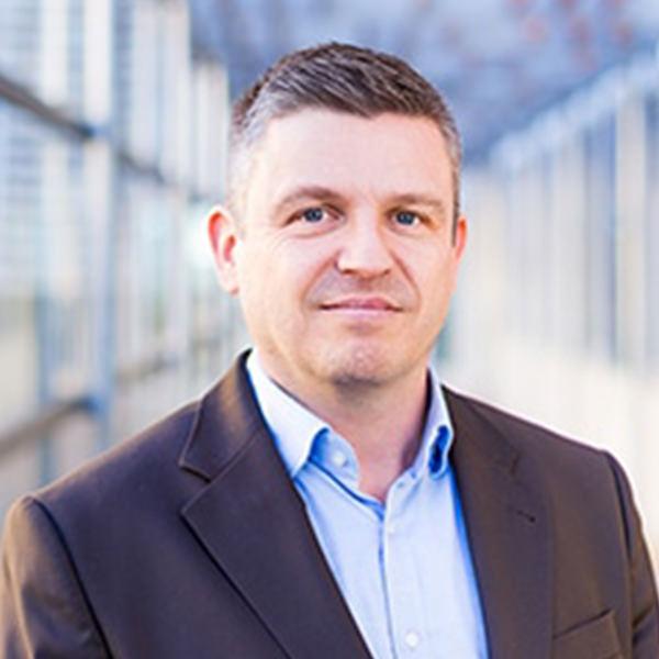 Andreas Strub Steuerberater, Dipl.-Finanzwirt (FH)   Andreas Strub, ursprünglich bei der Finanzverwaltung tätig, seit dem Jahr 2000 Steuerberater und seit 2001 Partner bei Zwick & Partner. Die Kanzlei beschäftigt sich seit Jahren mit dem Thema der Umsetzung digitaler Prozesse in der Kanzlei und an der digitalen Schnittstelle zu den Mandanten. Er ist Gründungsmitglied der Fachgruppe digitaler Belegfluss.