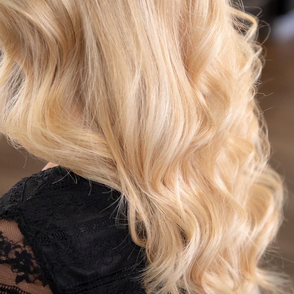 Blond -