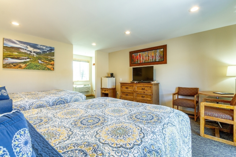 Discovery Double Queen_ - Our spacious, west-facing Double Queen Balcony rooms have a magnificent view of the Continental Divide. Start your day with a burly mug of coffee and gaze out at evergreens that hug high alpine lakes. Then… get out there and start your next adventure!