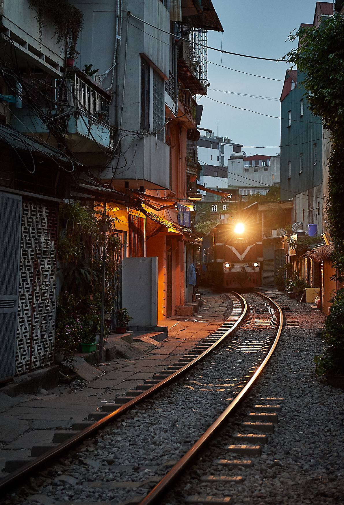 At 05:30 in the morning, just before dawn, the overnight train from Sapa comes in, thundering through the street and, for many locals, this is their wake-up call.