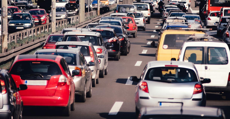 Apaga el motor de tu automóvil en el tráfico -