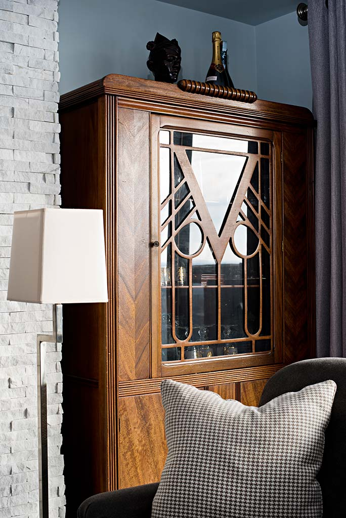 Customized cabinet unit in living room
