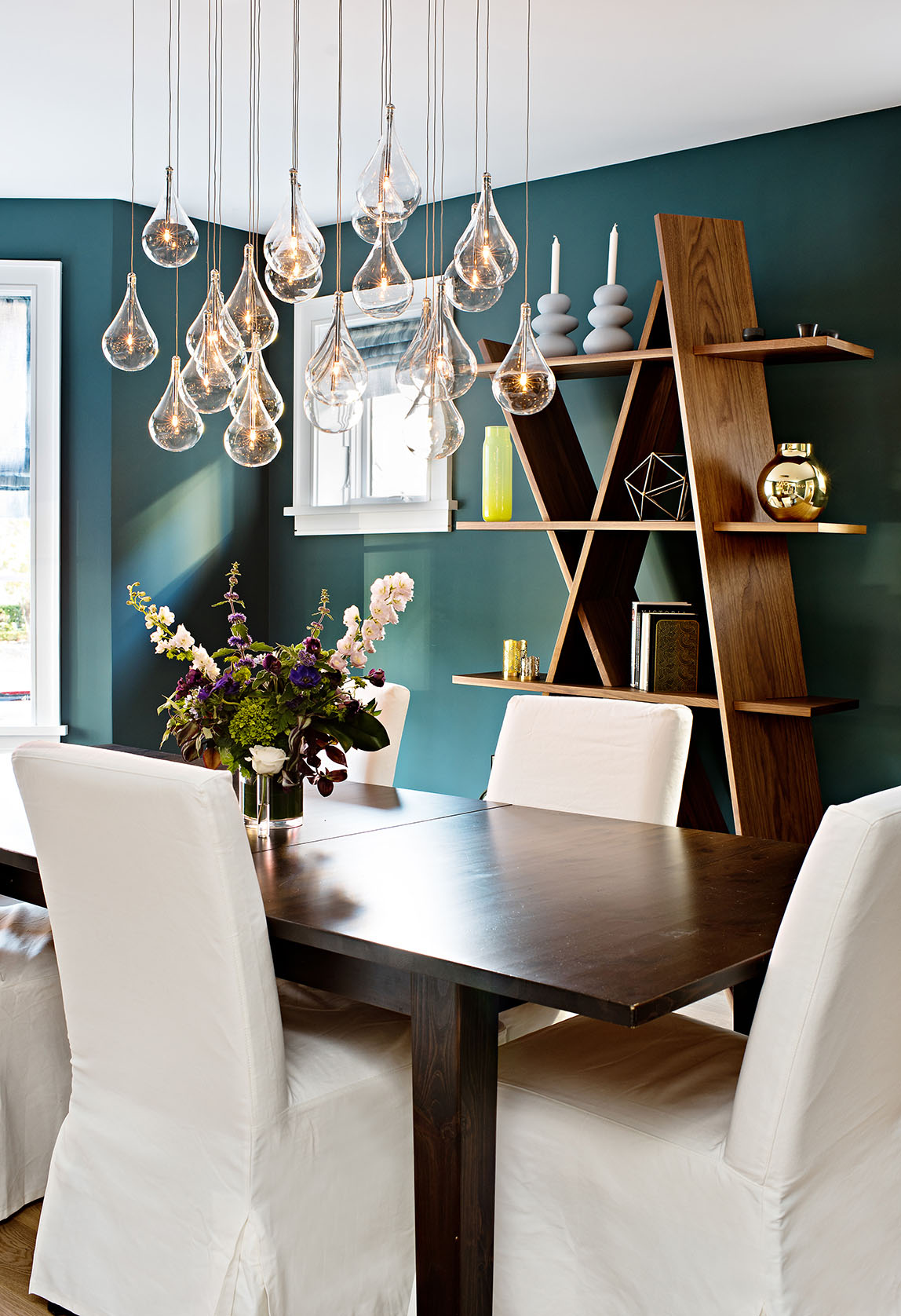 Dramatic wall colour in dining room