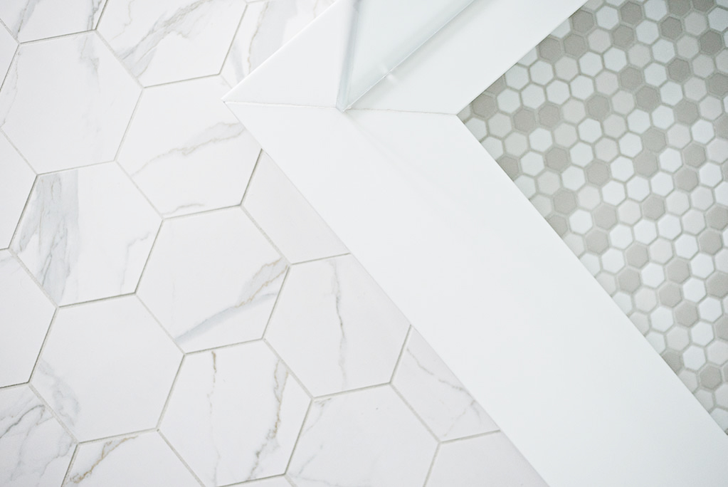 Hexagonal bathroom floor tile pattern