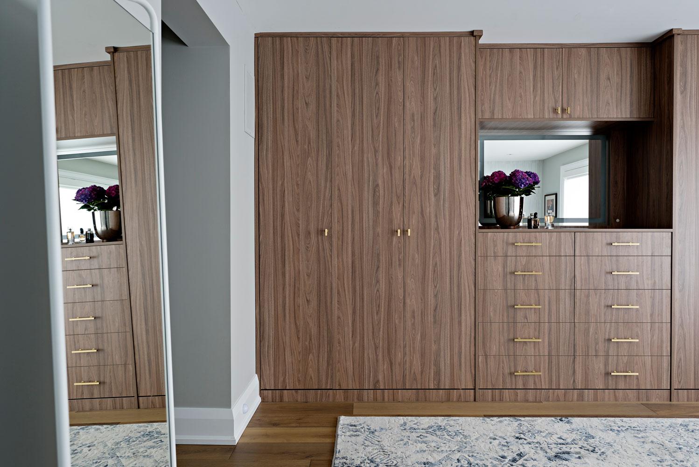 master-bedroom-built-in-closet.jpg