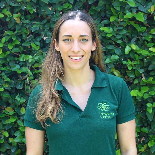 Andrea Castillo - Coordinadora Técnica . Es estudiante de Ingeniería Ambiental en la UEES. Ha contribuido en la elaboración de iniciativas y proyectos ambientales que giran en torno a la sostenibilidad y conservación de la biodiversidad🌳🦋. Además se ha desenvuelto en él área de la consultoría y regularización ambiental. ✅