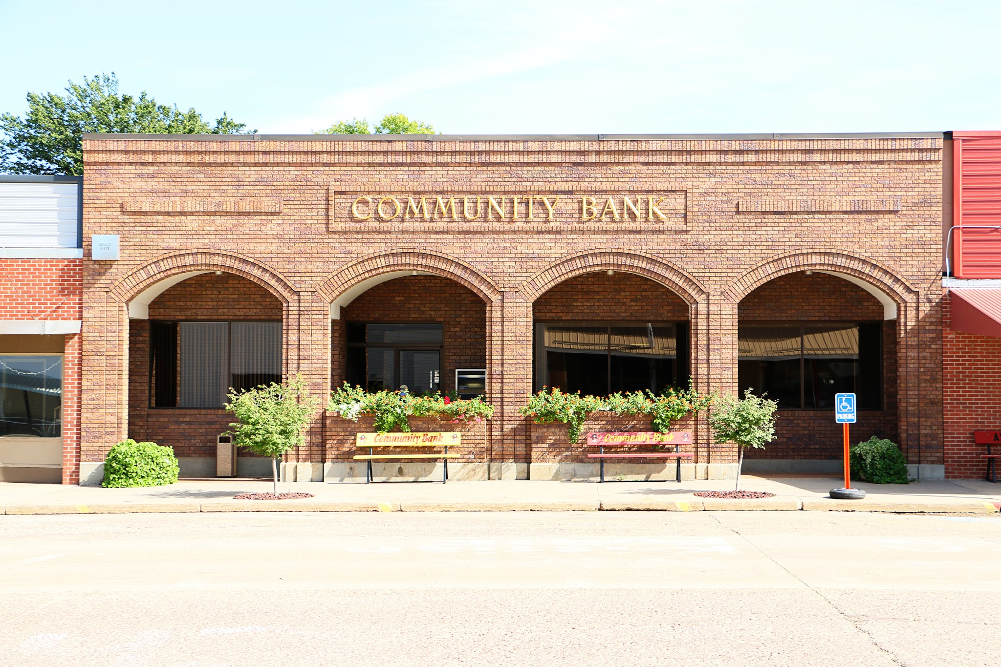 Community Bank Member F.D.I.C.  118 N Main St  Avon, SD 57315  (605) 286-3213  www.communitybankavon.com/  Rick Pier, President  Hours: Monday, Tuesday, Wednesday, Friday – 8:30 AM – 3:30 PM Thursday – 8:30 AM – 5:00 PM