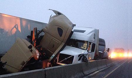 Two_16_wheelers_crashing