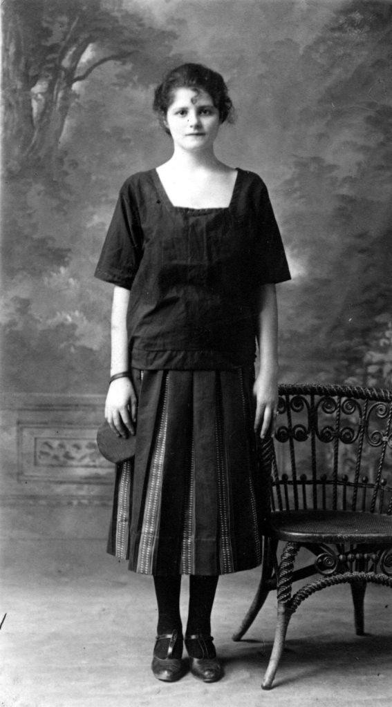 1926-My-mother-Anna-1.jpg