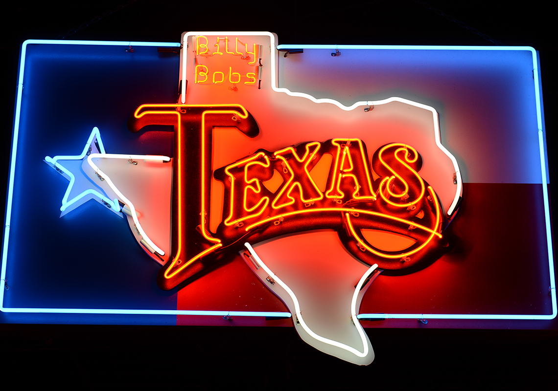 Saturday Night Honky Tonk - Shuttle buses are running to and from the Stockyards and the famous Billy Bob's Texas - the world's largest honky tonk. Bull riding, line dancing, Texas BBQ and more ~ Giddy Up!