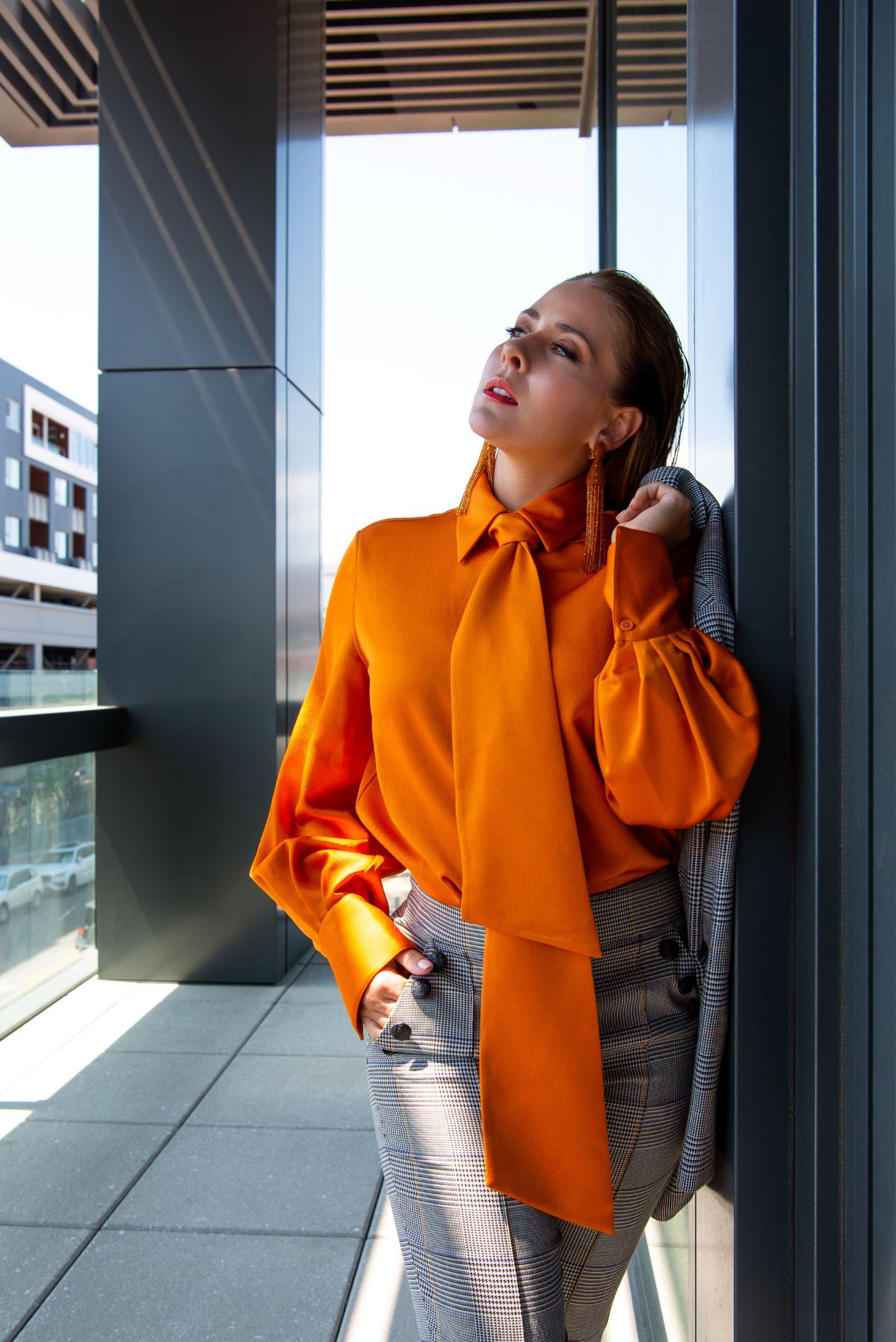 Blazer & pants: Veronica Beard, Blouse: Equipment, Pumps: Jimmy Choo, Earrings: Oscar de la Renta