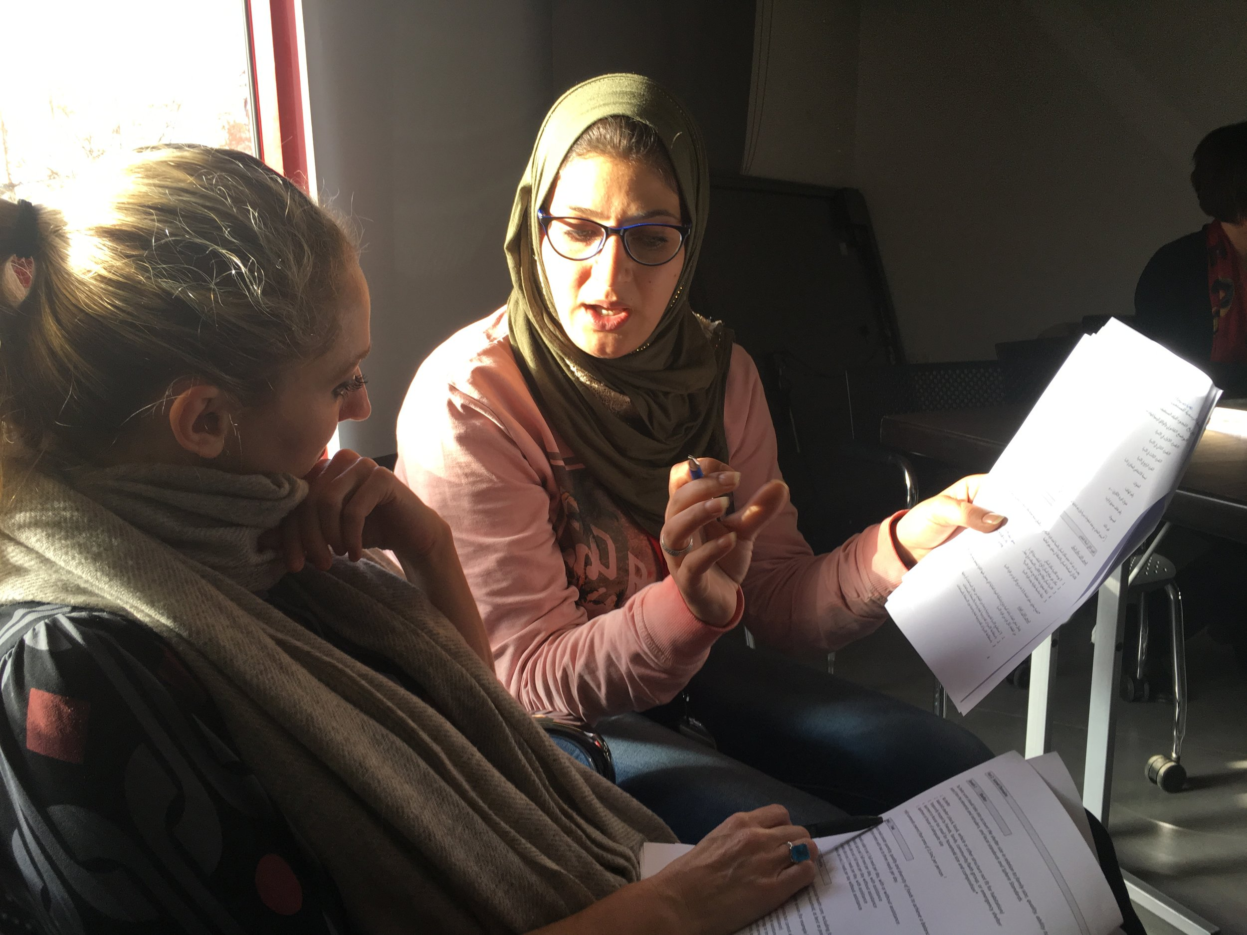Kellie Leeson trains Mercy Corps staff in Jordan on the Self-Reliance Index.