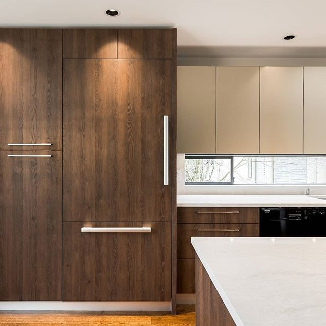 Appliances integrated into the cabinetry are one of the hallmarks of a modern, stylish kitchen.  Learn about whether or not integrated appliances would be a good fit for your kitchen renovation on our blog, link in bio. 🔗