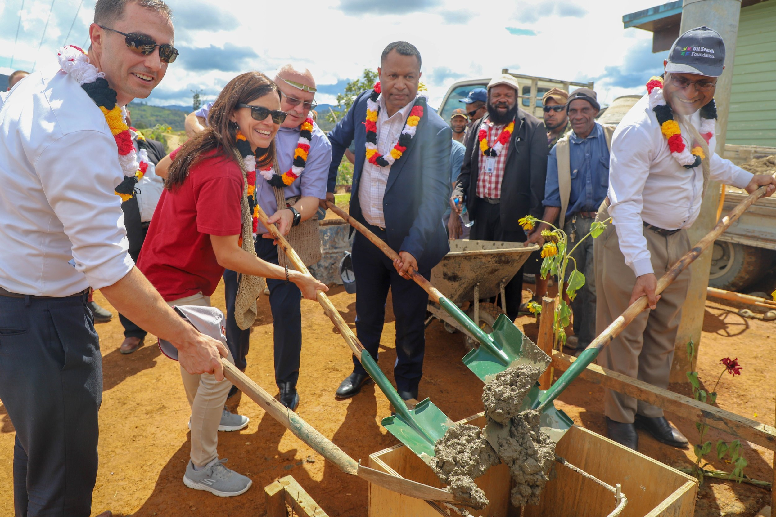 Public Private Partnership at work – William Robinson, Counsellor Health at the Australian High Commission, Stephanie Copus-Campbell – executive director Oil Search Foundation and Hela Provincial Health Authority chairman Peter Botten, Koroba Kopiago MP and Immigration and Border Security Minister Petrus Thomas and Hela Provincial Health Authority CEO Dr James Kintwa lay the foundation of the x-ray building at the Koroba district hospital.