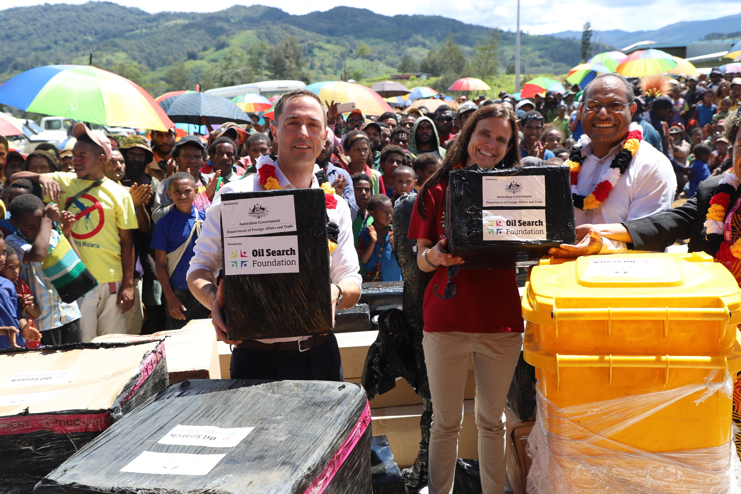 William Robinson, Counsellor Health at the Australian High Commission, Stephanie Copus-Campbell – executive director Oil Search Foundation; Hela Provincial Health Authority CEO Dr James Kintwa with the equipment donated to the Koroba district hospital.