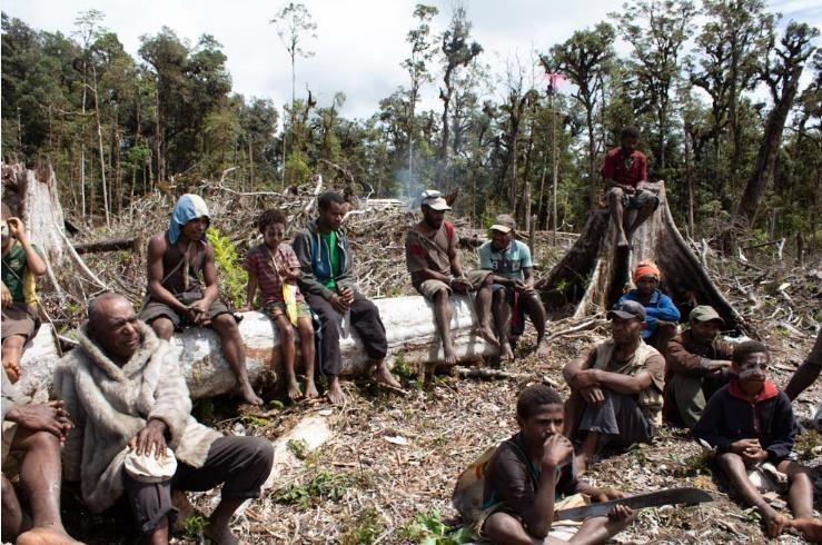 Part of the group of about 30 people from Yalanda that are living at Endela and clearing the land  for the community to start rebuilding. Photography byJudy Leigh Moore.