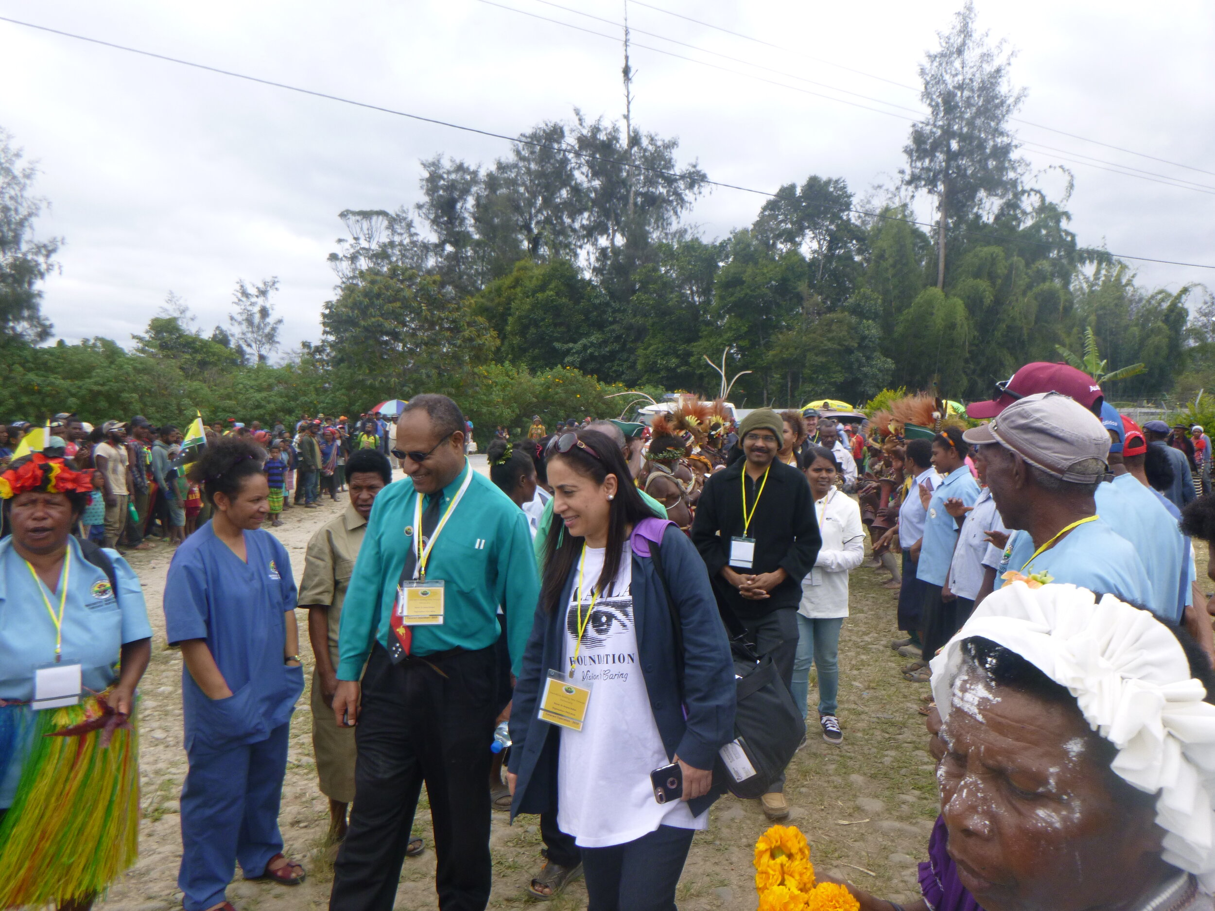 Hela PHA CEO Dr James Kintwa and Dr Amyna Sultan of PIH being welcomed by the local Hela community.