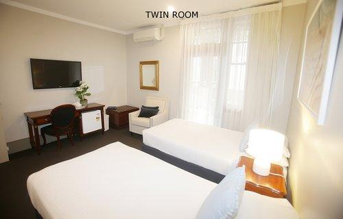 Twin Room 3.jpg