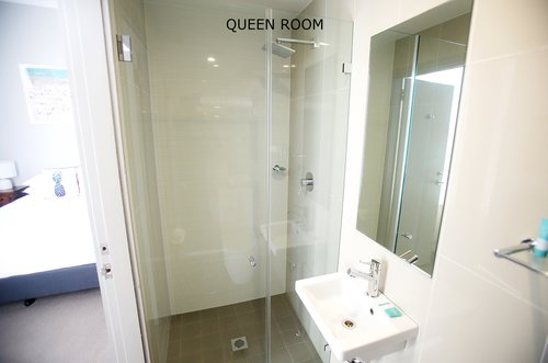 Queen Room 4.jpg