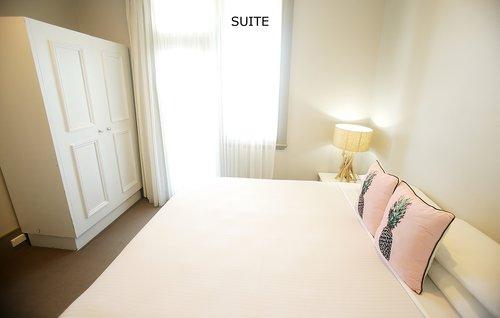 Suite 6.jpg