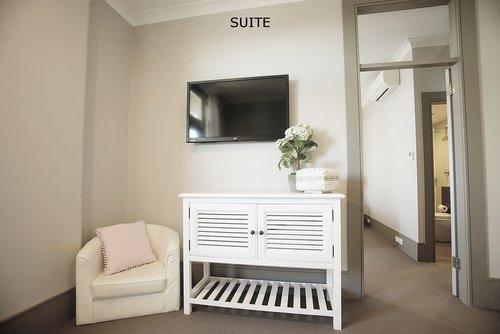 Suite 2.jpg